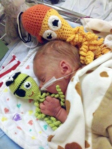 Des petites pieuvres en coton pour les bébés prématurés : rejoignez l'élan de solidarité !